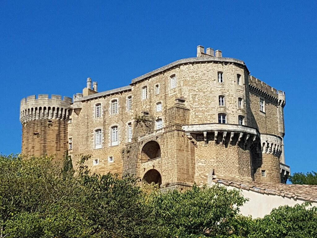 Chateau de Suze la Rousse | Le château de Suze-la-Rousse ...