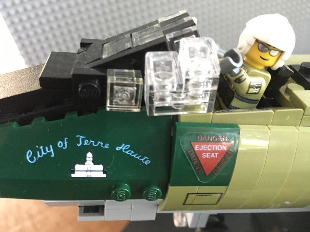 LEGO Brickmania F-100_02   Canopy up  113th TFS / 181st TFG