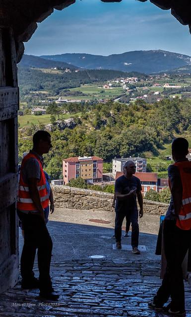 Stari grad Buzet - pogled kroz gradska Mala vrata