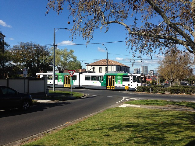 B2-class tram running a down route 59 service, Essendon