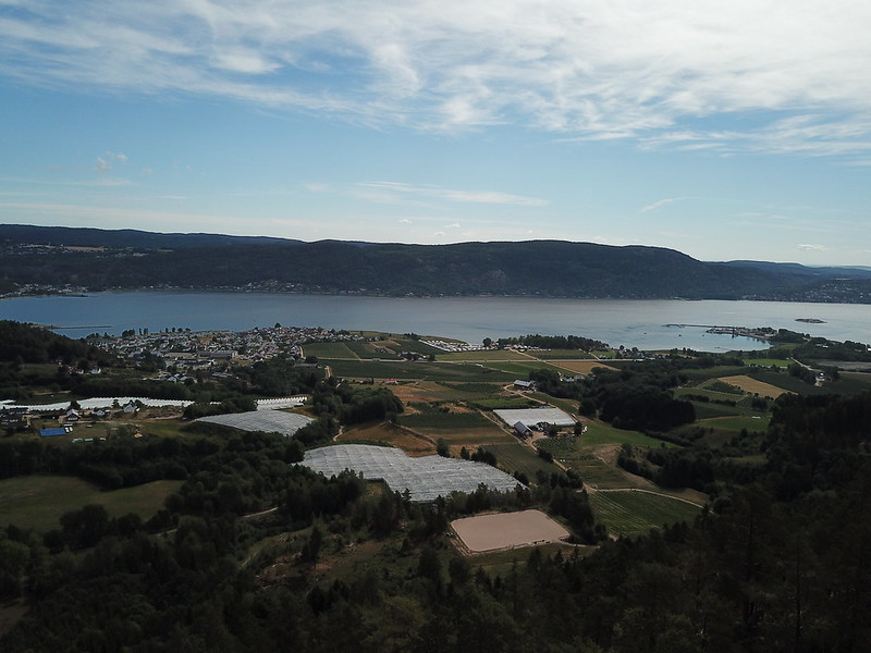 27-Svelvik fra Utsikten (drone)