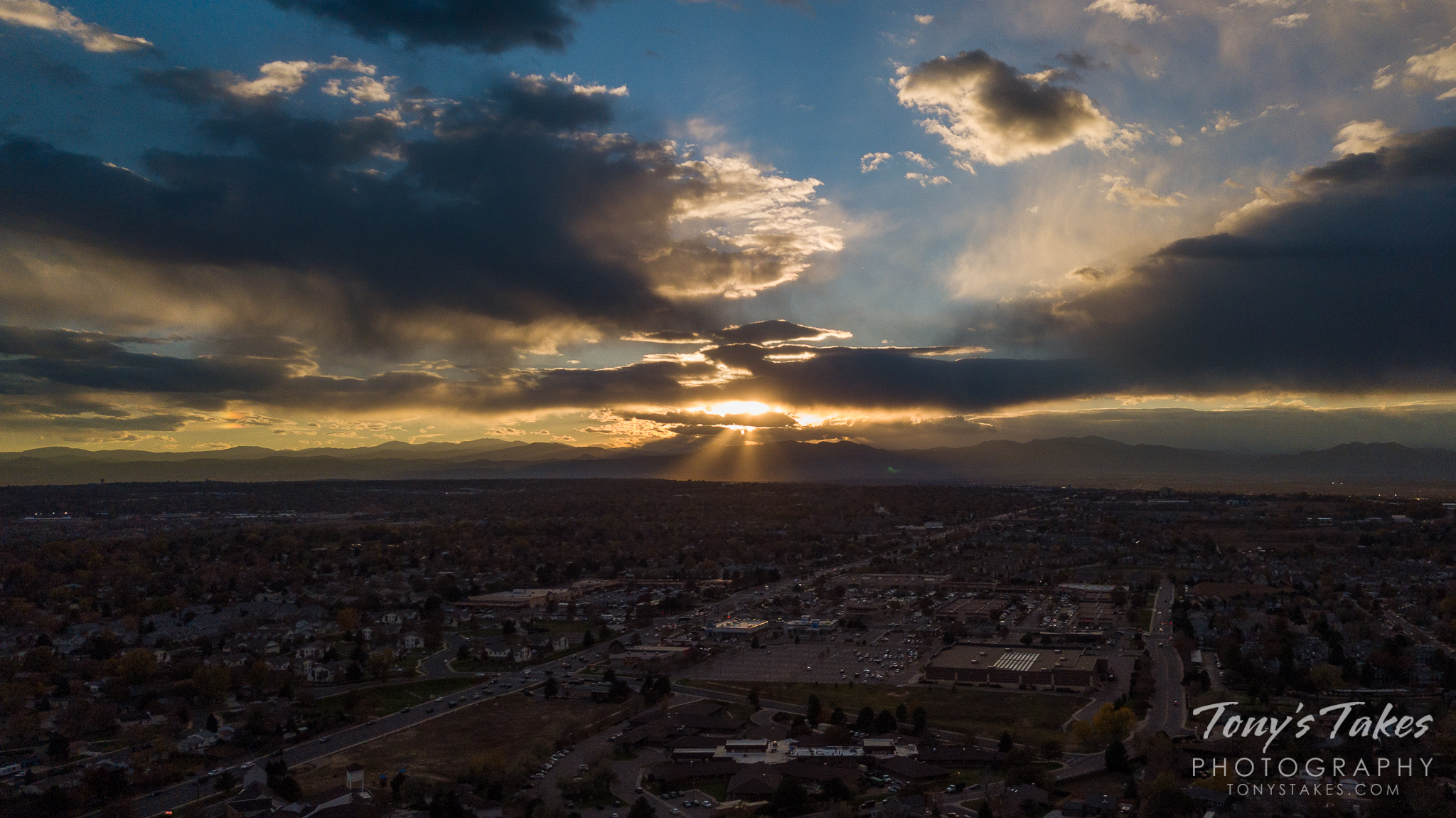 A nice looking sunset north of Denver as the sun disappears behind the Rocky Mountains. (© Tony's Takes)