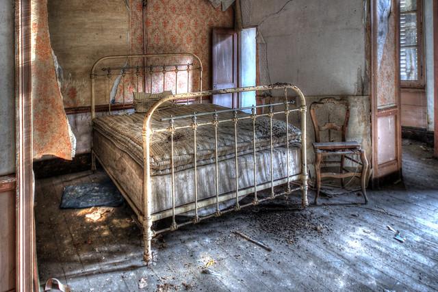 Le lit crasseux