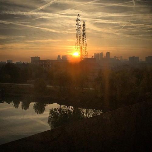 #sunrise #rouenparisrouen #ladefense #nanterre #paris #suburb #tw