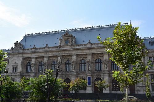 2018 bucarest valaquia rumanía românia europa europe europeanunion unióneuropea juzgado reloj clock