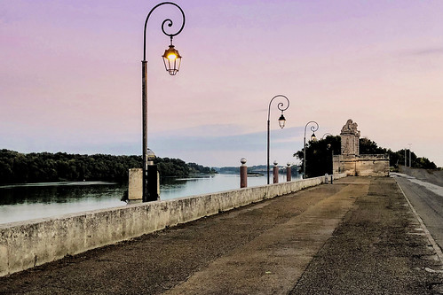 arles provence sunrise docks road pinksky old rhone water river mood fog quiet peaceful viewpoint outdoors architecture morning tourism travel iphone ancient history cloud soft morningrun peer stone landscape