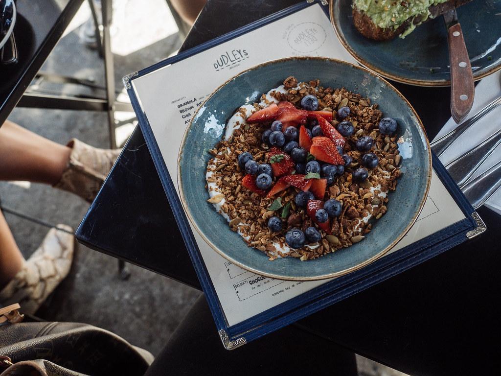 vinkit terveelliseen ruokaan matkoilla