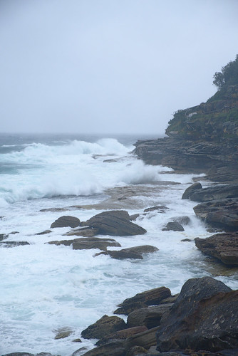 Heavy surf at Tamarama Rocks   by aenigmatēs