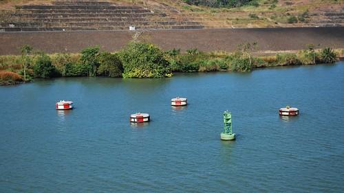 mirafloreslake panamacanal buoys