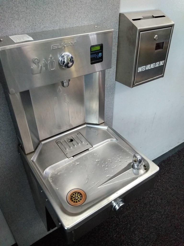 芝加哥奥黑尔机场饮水机