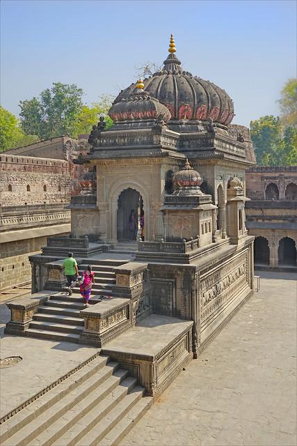 Le Chhatri de Vithoji dans le fort de Maheshwar (Inde)