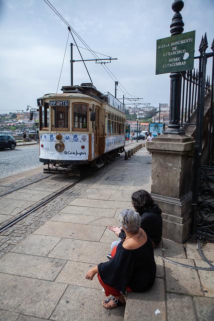 en attendant le tram, Porto