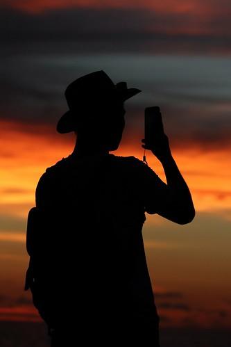 sunset beautifulsunset sunshine warmsunset redsunset man mobilephone silhouette hat borneo sabah malaysia southeastasia asia fareast red orange kotakinabalu shangrilatanjungaru shangrila