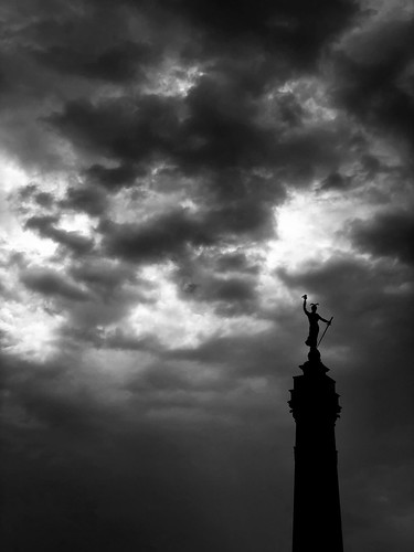 indiana state soldiers sailors monument indianapolis apple statue iphone 8 plus phone cell wireless clouds cloudy mood military raw