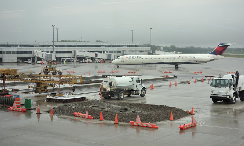 ROC Greater Rochester International Airport apron pavement work 2018 October 2-18 Delta MD-88 N956DL