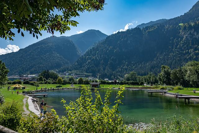 Badesee in Schlitters im Zillertal in Österreich