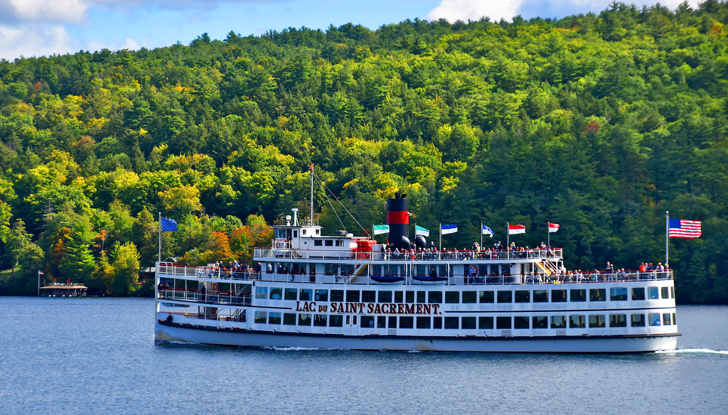 The Cruise Boat  best summer vacation in USA