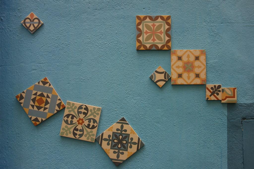 Piastrelle Di Ceramica Decorate.Barrio Jesus Parete Azzurra Decorata Con Piastrelle Di Ce