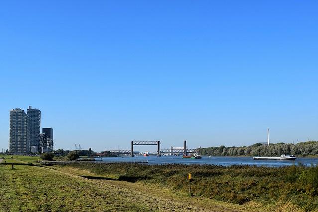 Spijkenisse met Spijkenisserbrug en Oude Maas