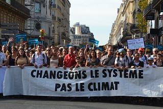 Climate change protesters march in Paris streets | by Jeanne Menjoulet