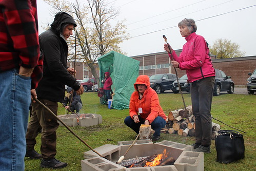 <p>Delegates learning how to make bannock</p>