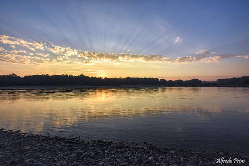 alba sunrise veterinarifotografi nikon d7200 fiume ticino parcodelticino lombardia acqua water river sunrays colori colors mattino