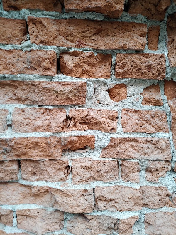 Cracked Brickwall texture #1