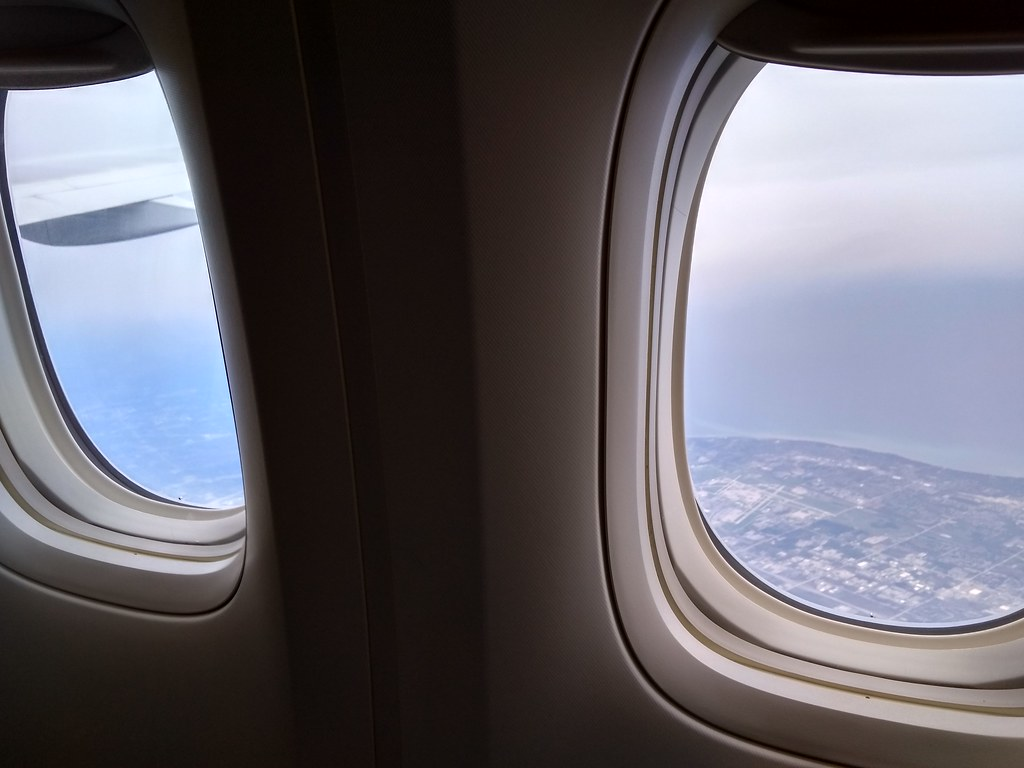 全日空经济舱窗户