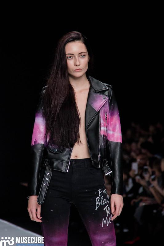 mercedes_benz_fashion_week_black_star_wear_020