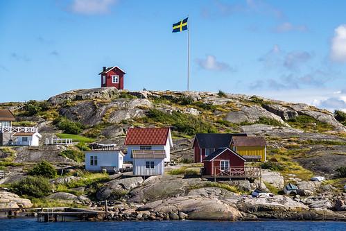 marcial bernabeu bernabéu europe scandinavia sweden swedish vrango vrangö island flag houses suecia sueco sueca escandinavia europa isla casas bandera marc