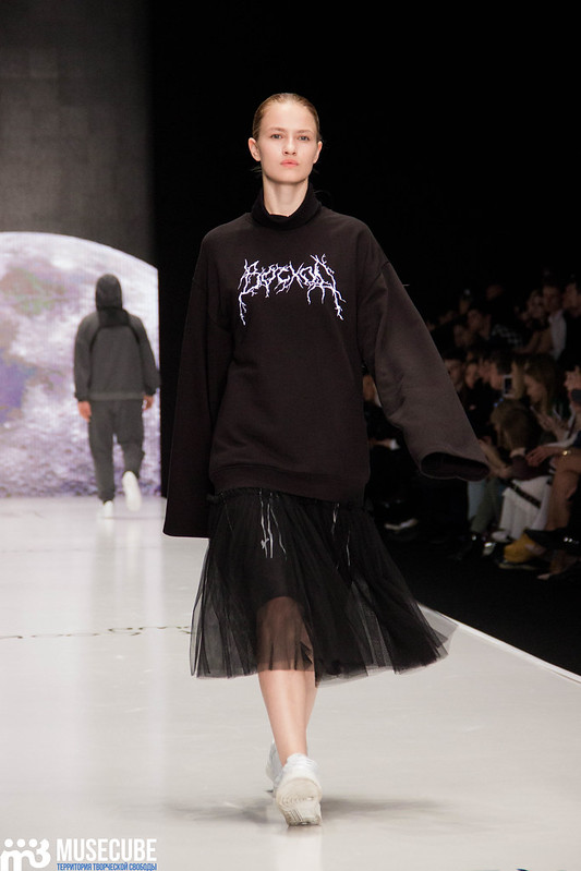 mercedes_benz_fashion_week_black_star_wear_027
