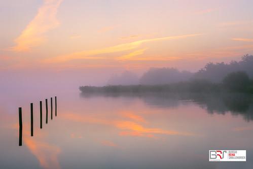 reinasmallenbroek leekstermeergebied leekstermeer drenthe cnossen zonsopkomst sunrise mist fog lakeleek lake water meer zen sereen
