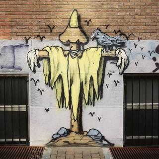 #mondayfeeling anyone? #art by #lescrayons. . .#brussels #graffiti #urbanart #graffitiart #streetartbelgium #graffitibelgium #bruxhell #bruxellesmabelle #urbanart_daily #graffitiart_daily #streetarteverywhere #streetart_daily #ilovestreetart #igersstreeta
