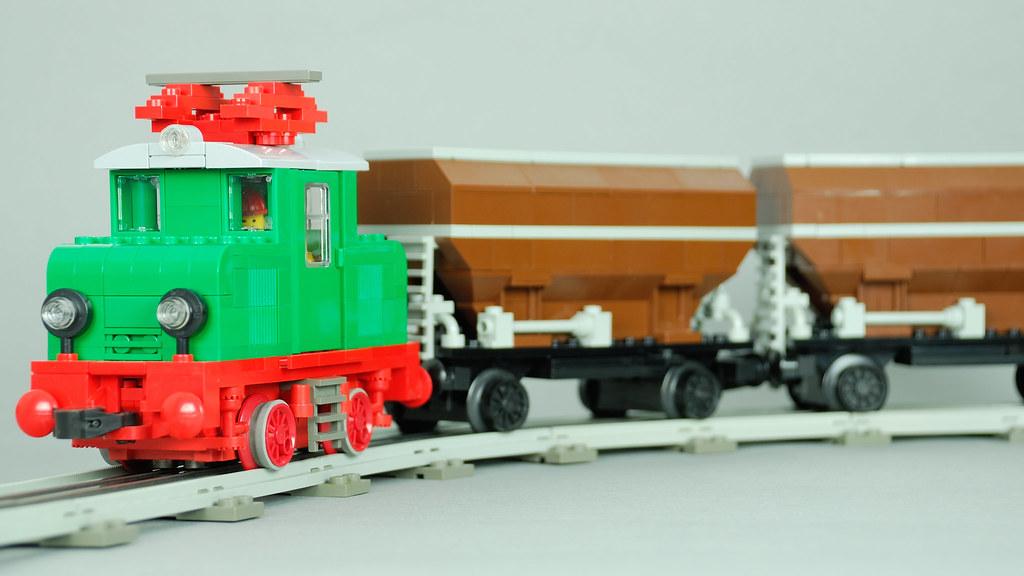 LEGO 12 Volt MOC engine and #4536 hopper in brown