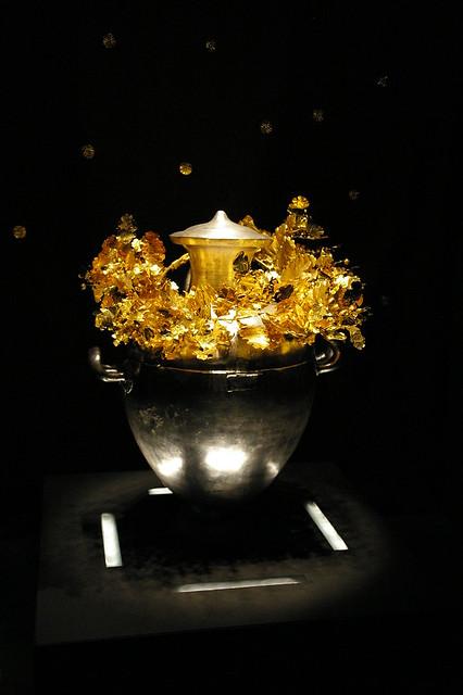 Corona i urna funerària d'Alexandre IV