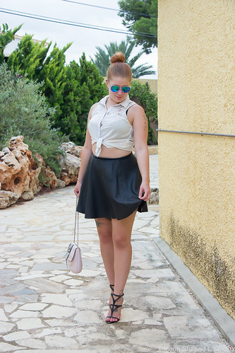 Outfit_Spain_altea_leatherskirt_white_shirt-4