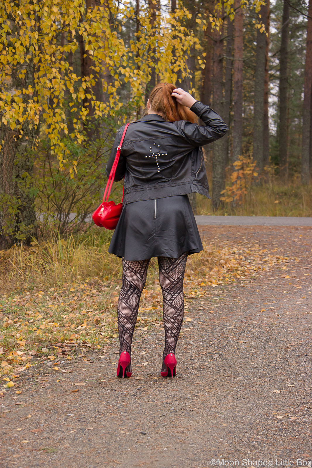 Lip_bag_leatherskirt_outfit-8