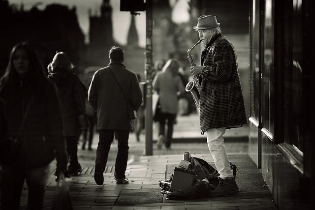La solitude de l'artiste de rue (Edimbourg)