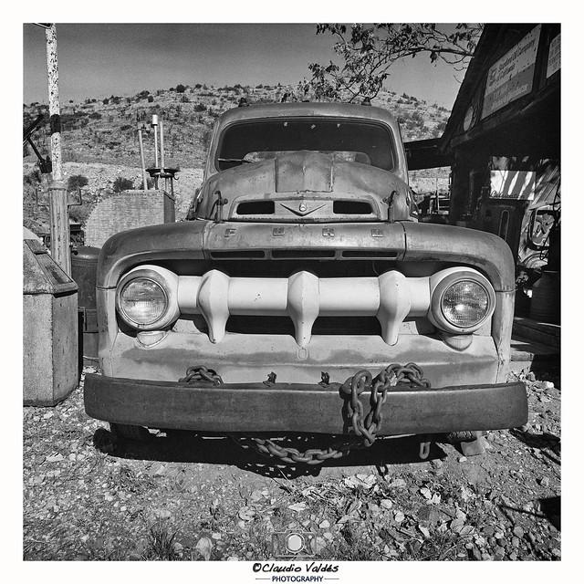 - Ford V8 -