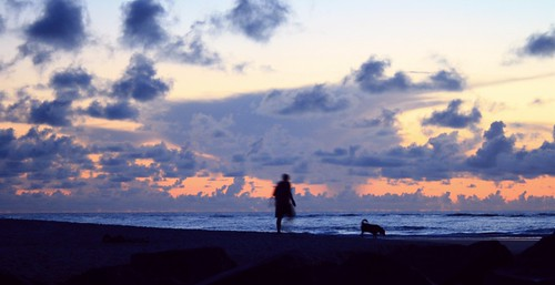 artisticsunrisephotography sunrise florida summer northernflorida 7618 unitedstates usa saintaugustineflorida villanobeach 2018 beach sea sand water atlanticocean waves ocean jetty sky cloudscape fun july2018 landscape man dog walk dawn walkthedog atdawn