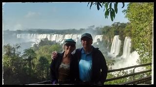 Mi esposo y yo en las fabulosas Cataratas del Iguazú