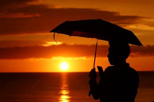 sunset beautifulsunset warmsunset sunshine redsunset phone mobilephone umbrella sky clouds cloudy cloud malaysia borneo sabah kotakinabalu tanjungaru shangrilatanjungaru asia southeastasia east fareast man person outdoors outside