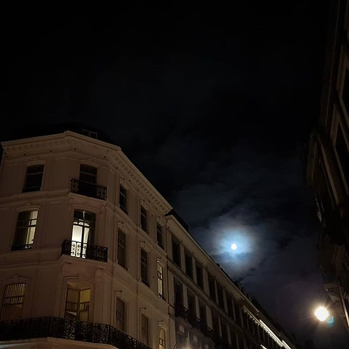 'On the way home' - # #Brussels #Belgium #night #moon #architecture #city #urban #hellhole #welovebrussels #visitbrussels #samsung #Brussel #Belgique #Bruxelles #Belgie | by Ronald's Photo Factory - www.ronaldgiebel.eu
