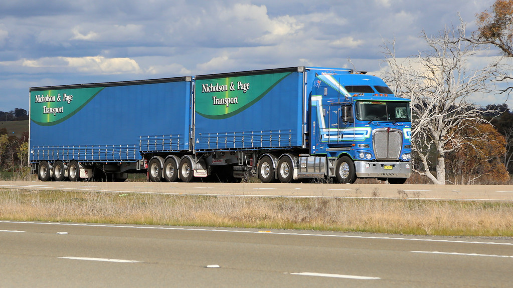 Lachlan Exit (4/6)   Set of six prime movers heading down th…   Flickr