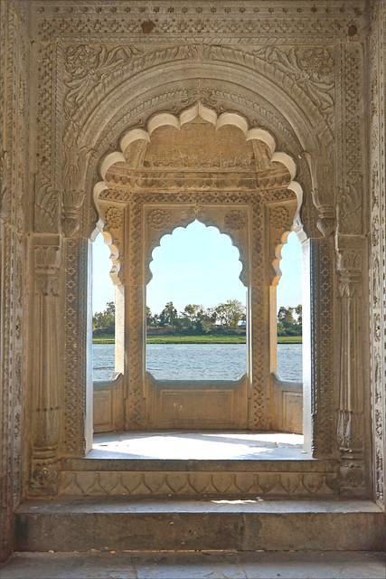 Le fleuve Narmada vu du fort de Maheshwar (Inde)