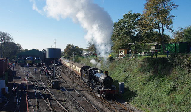 RD19467.  7822 departing from Ropley.