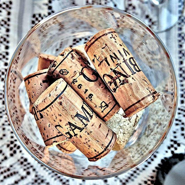 Il tappo è un preludio a un calice di sorrisi! Ph: @giugraphic #winewednesday #vino #wine #etna #winelover #instasicilia #instasicily #igsicilia #vineyard #sicilia #sicily #winery #vigneto #winerytour #gambinowine #gambinovini #winetasting #winetourism #v