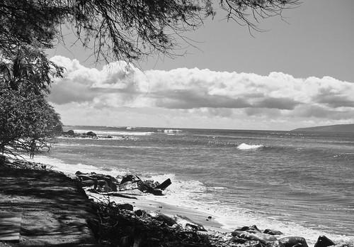 maui mauihawaii lahaina lahainahawaii hawaii beach bw wife water waves tree trees tropical gaylene clouds pacific pacificocean ocean rocks sand kirt kirtedblom edblom luminar nikon nikond7100 nikkor18140mmf3556 westmaui countypark landscape waterscape seascape