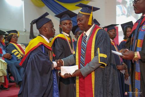 Prof. George K. T. Oduro, Pro-Vice-Chancellor, University of Cape Coast, presenting an award to a graduand.