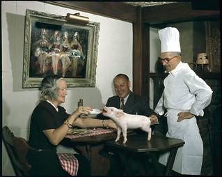 Colonel and Mrs. G.E. Leprohon, patrons of Au Lutin, Montreal... Quebec / Le colonel G.E. Leprohon et son épouse, clients du restaurant Au Lutin de Montréal (Québec)...